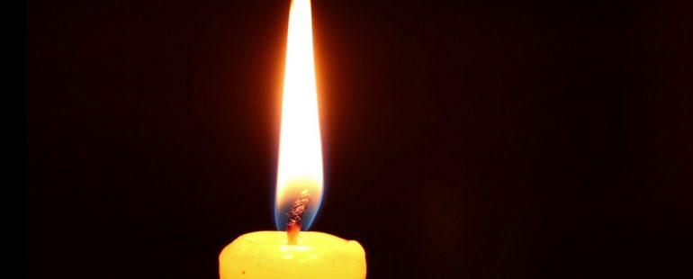 De ce aprindem lumânări pentru cei adormiți?